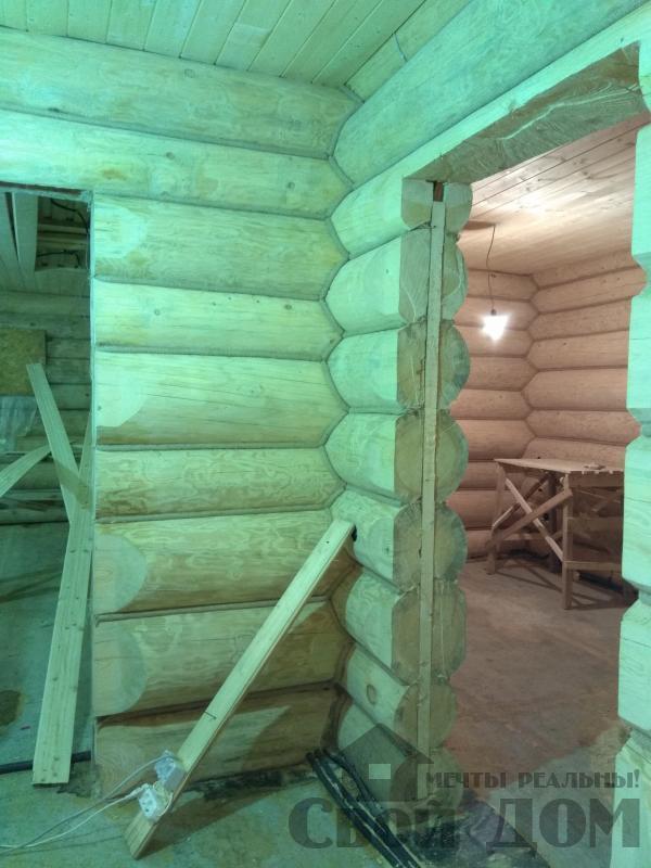 Установка окон с окосячкой проемов в доме из бревна в Красное на Волге д. Русиново. Фото 15